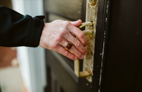 Freemason wearing Masonic ring and opening door