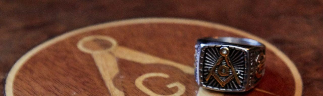 Masonic ring and square and compasses